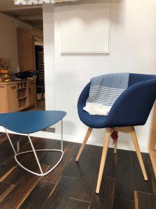 Beistelltisch und Sessel