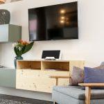 Sideboard und Sessel für gemütliche Wohnzimmer